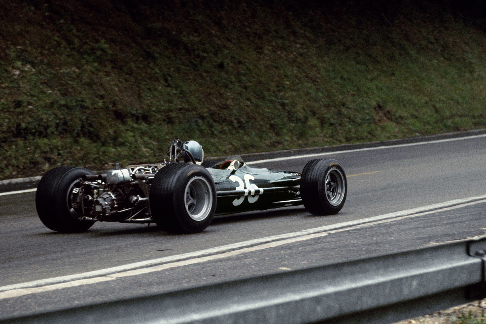 Piers Courage (BRM P126-BRM), 6th position, action.