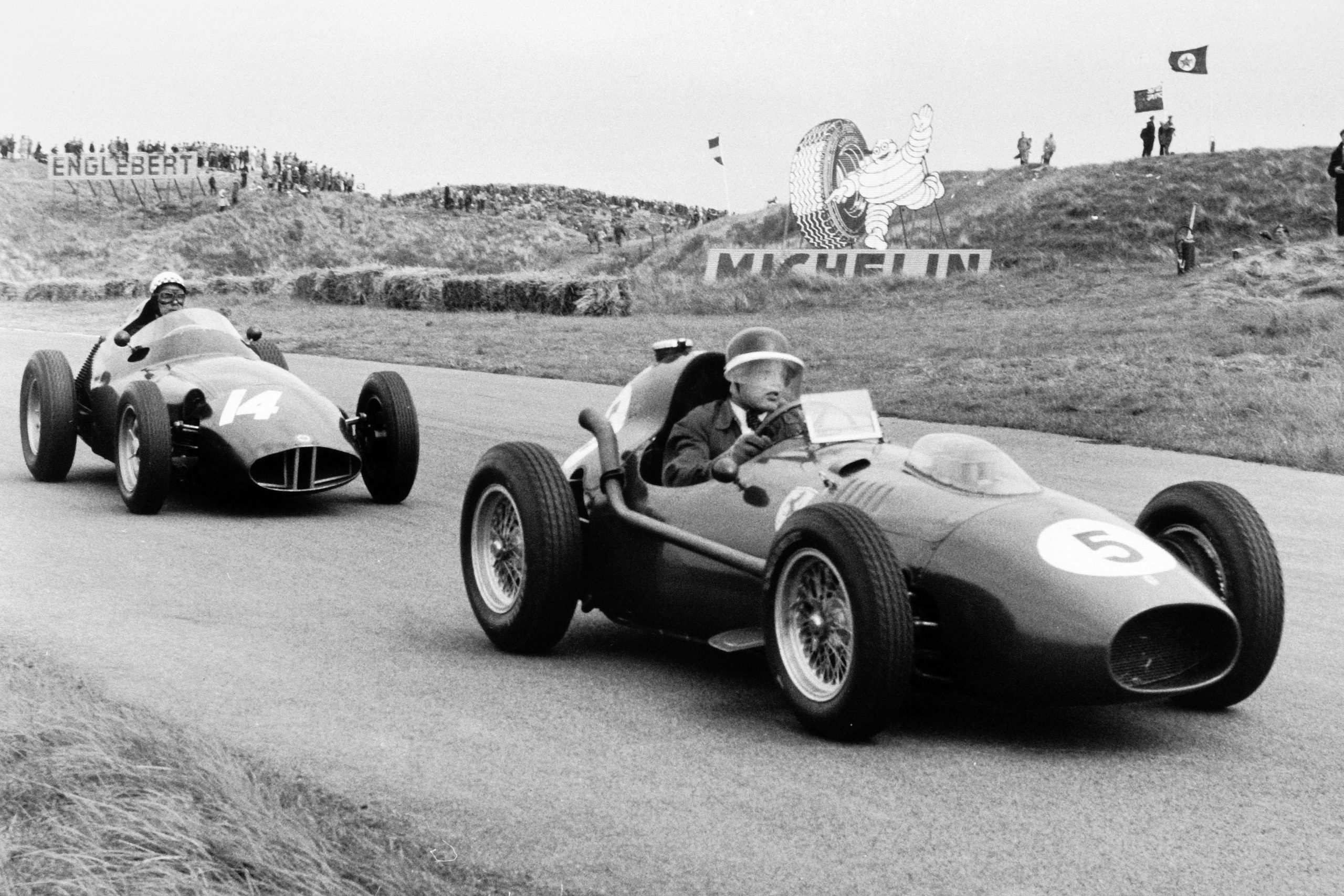 Mike Hawthorn in his Ferrari Dino 246, ahead of Jean Behra in a BRM P25.