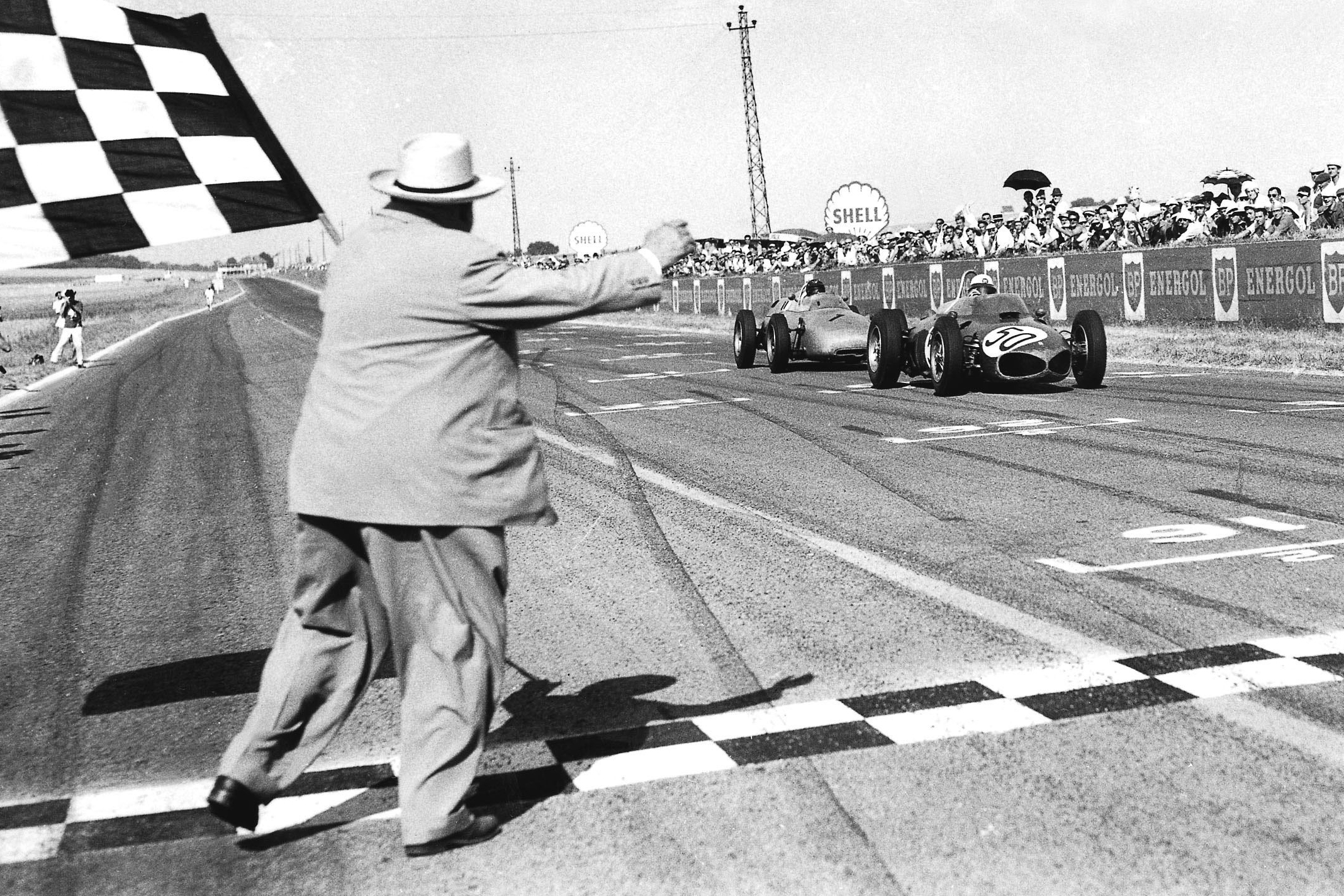 Giancarlo Baghetti in his Ferrari 156 closely followed by Dan Gurney driving a Porsche 718, takes the chequered flag for 1st position and his maiden win on his Grand Prix debut.