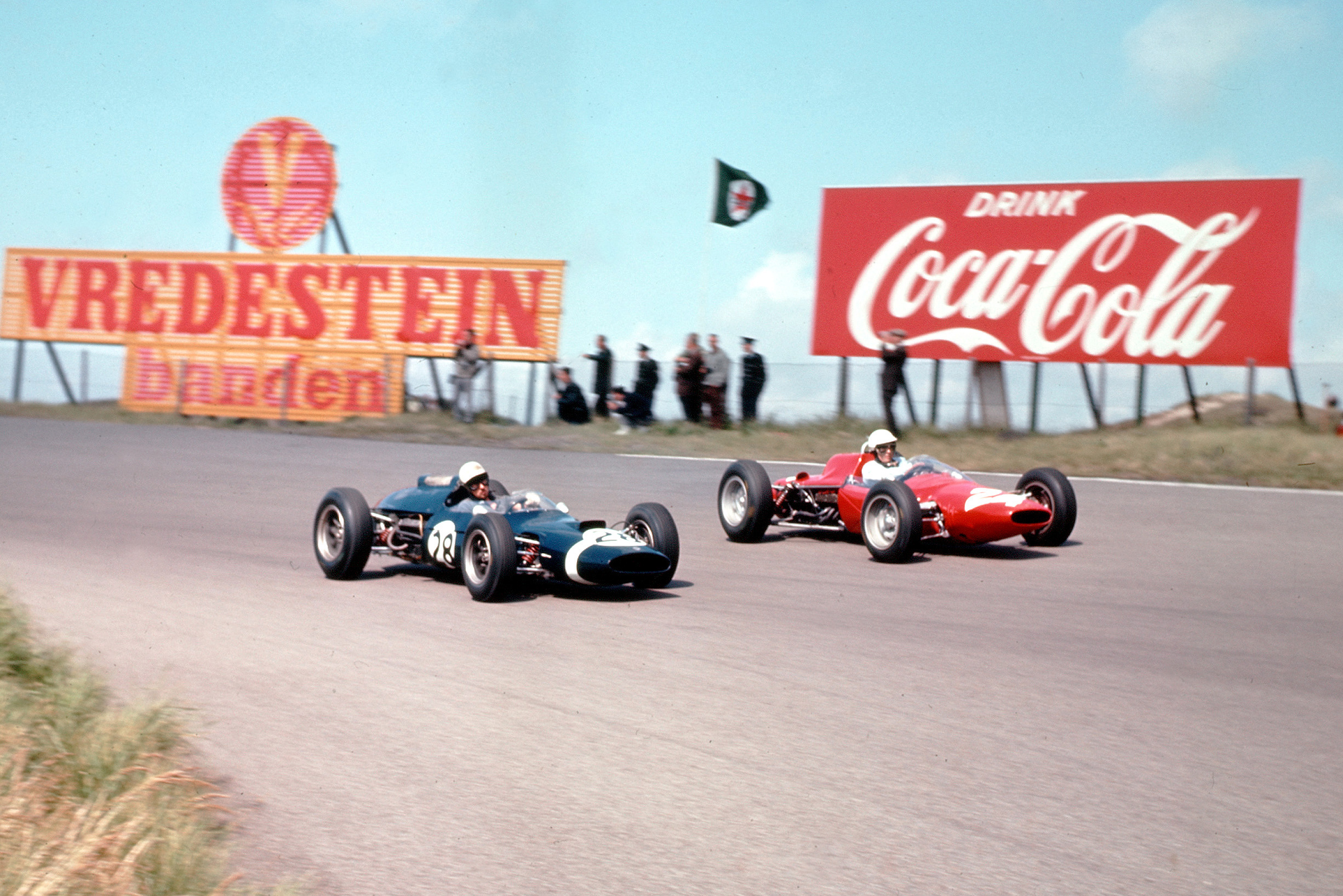 Jo Bonnier in a Cooper T60 Climax and Phil Hill at the wheel of his ATS 100.