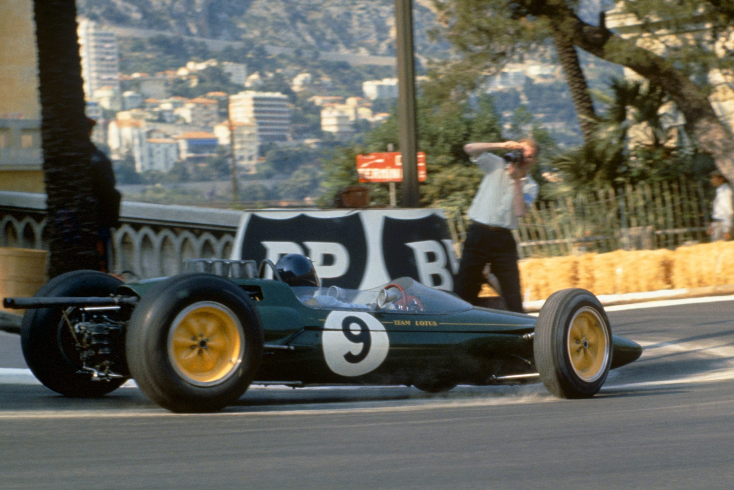 Jim Clark in his Lotus 25-Climax.