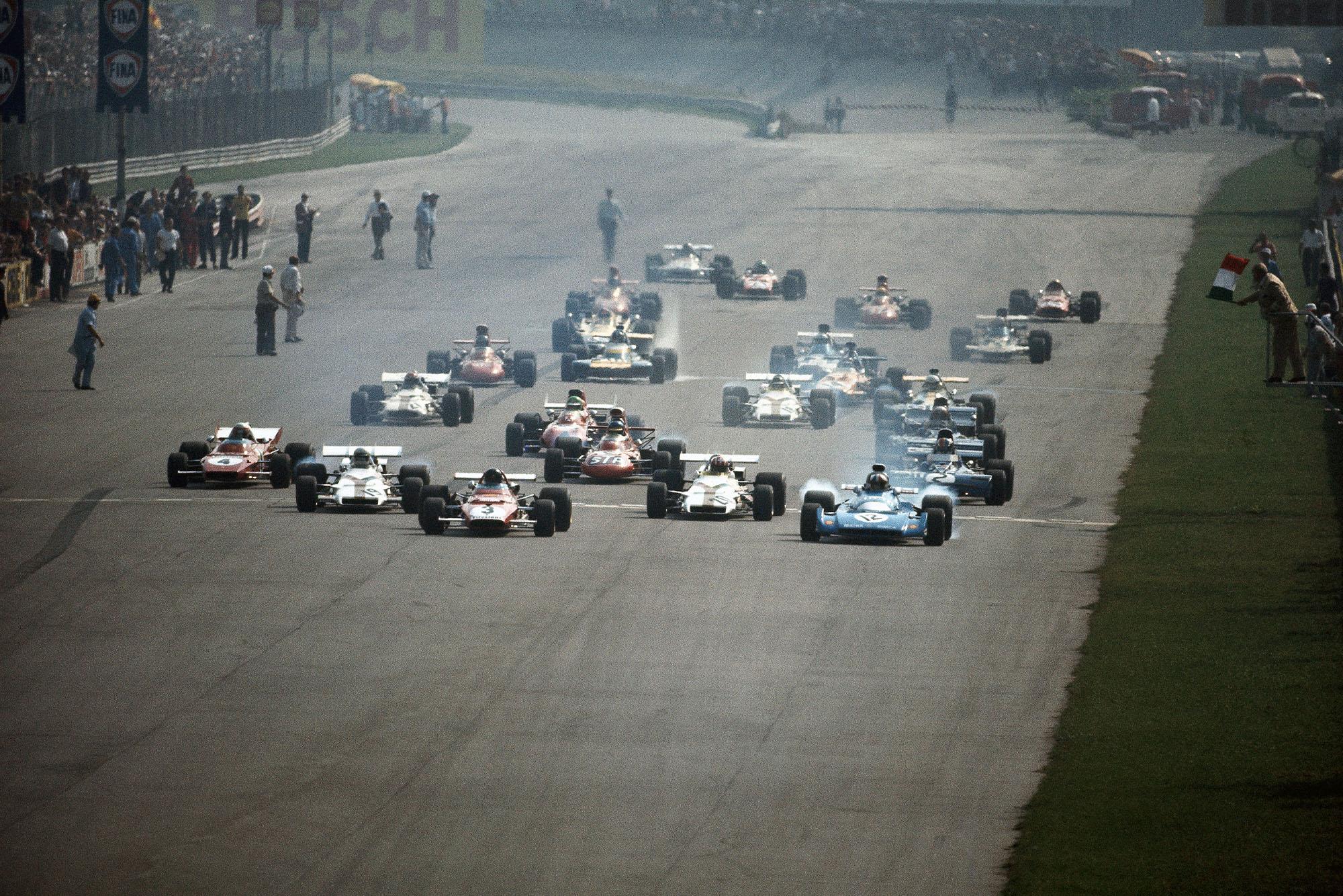 Cars pull away as the 1971 Italian Grand Prix starts.