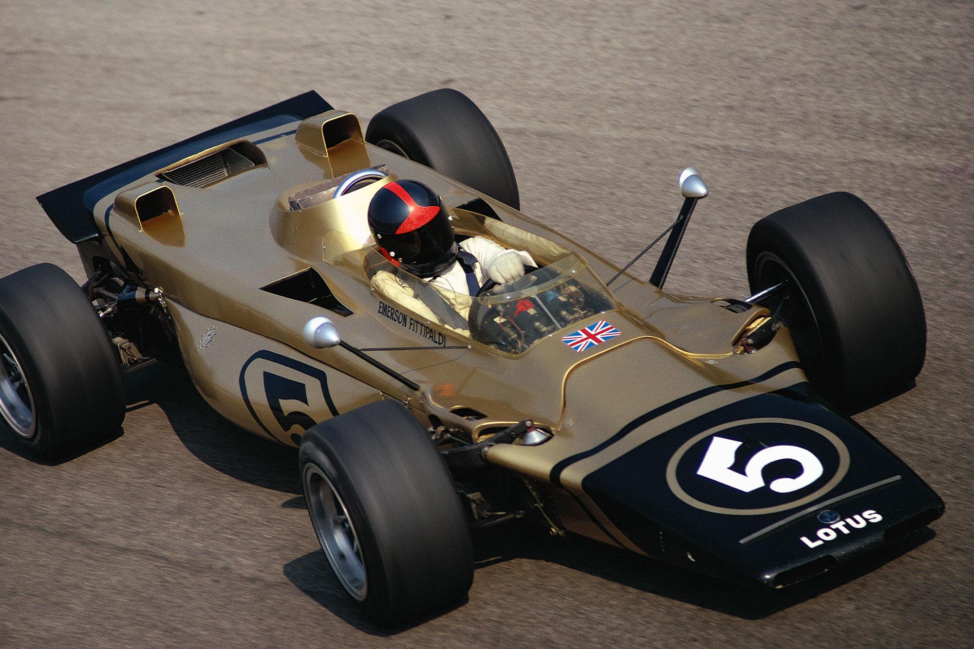Emerson Fittipaldi driving the Lotus 56B turbine car at the 1971 Italian Grand Prix.