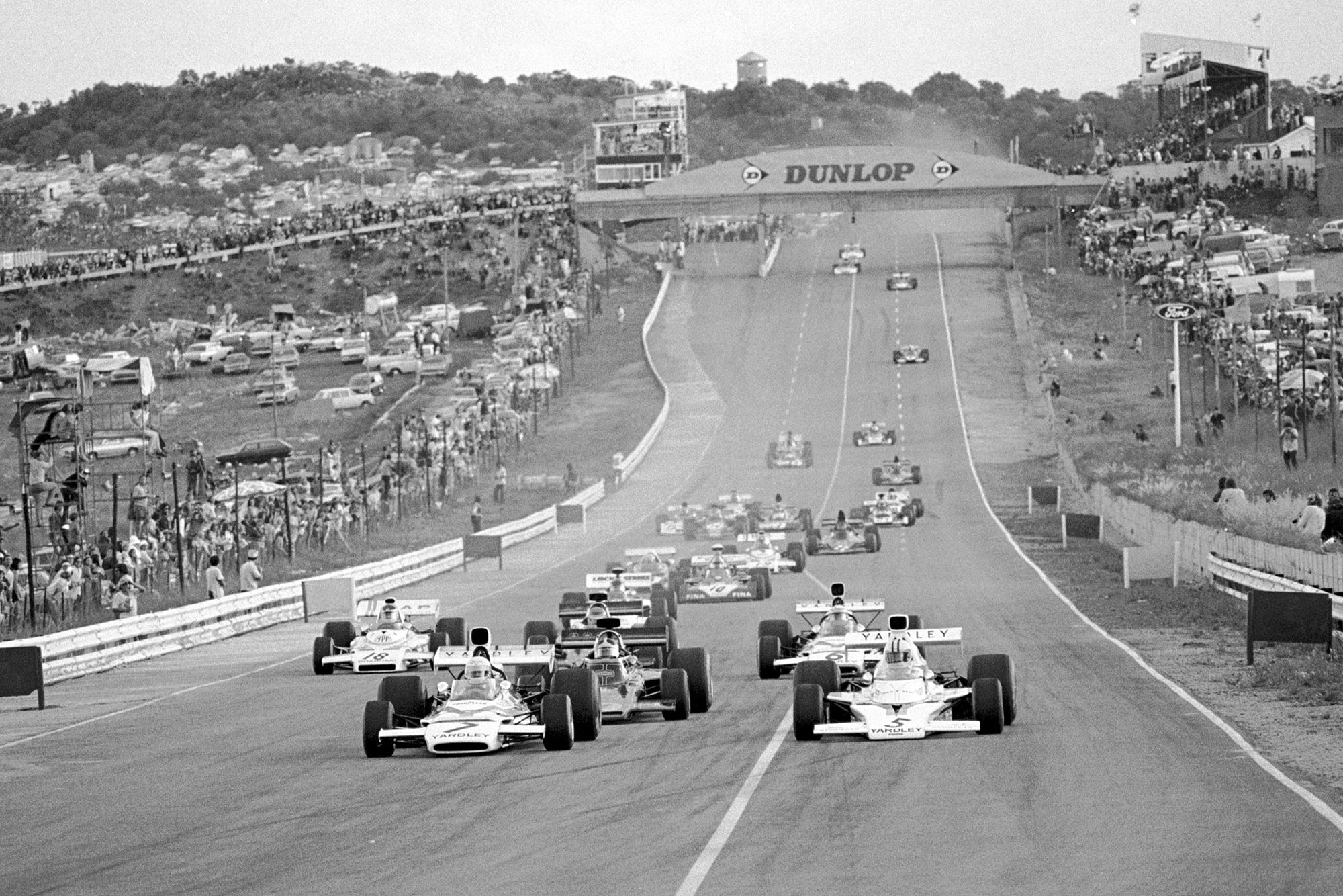 The race gets underway as the cars head into the first corner at the 1973 South African Grand Prix.