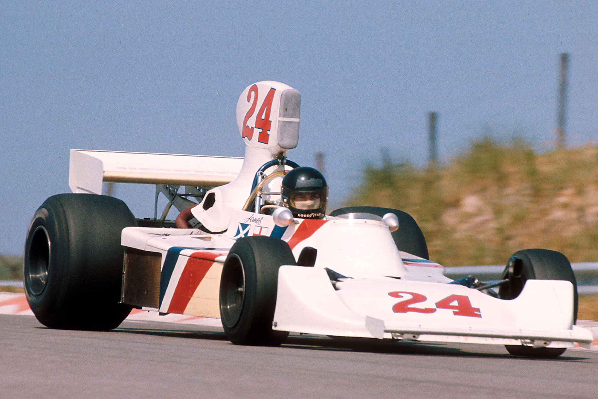 James Hunt (Hesketh) driving at the 1975 Dutch Grand Prix, Zandvoort.