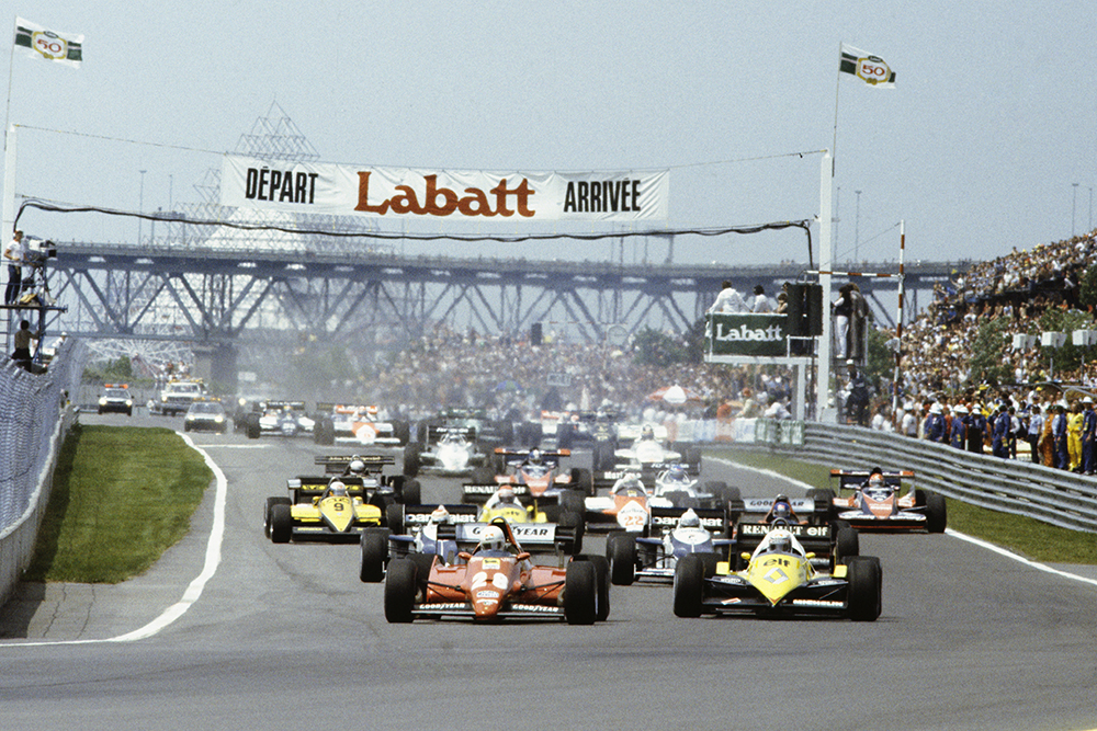 René Arnoux (Ferrari 126C2B) and Alain Prost (Renault RE40) lead the field at the start.