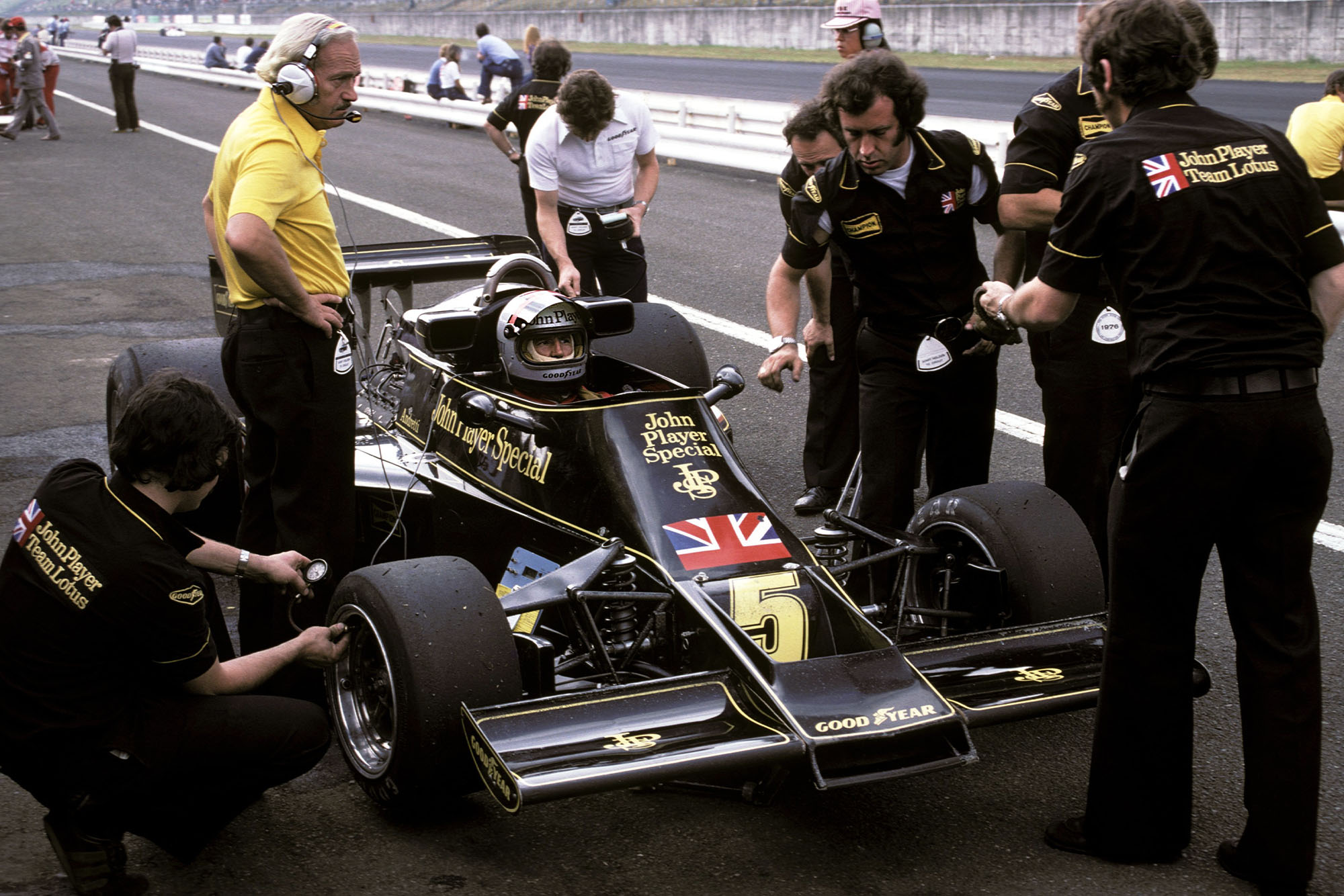 Mario Andretti (Lotus) sits in his car at the 1976 Japanese Grand Prix, Fuji.