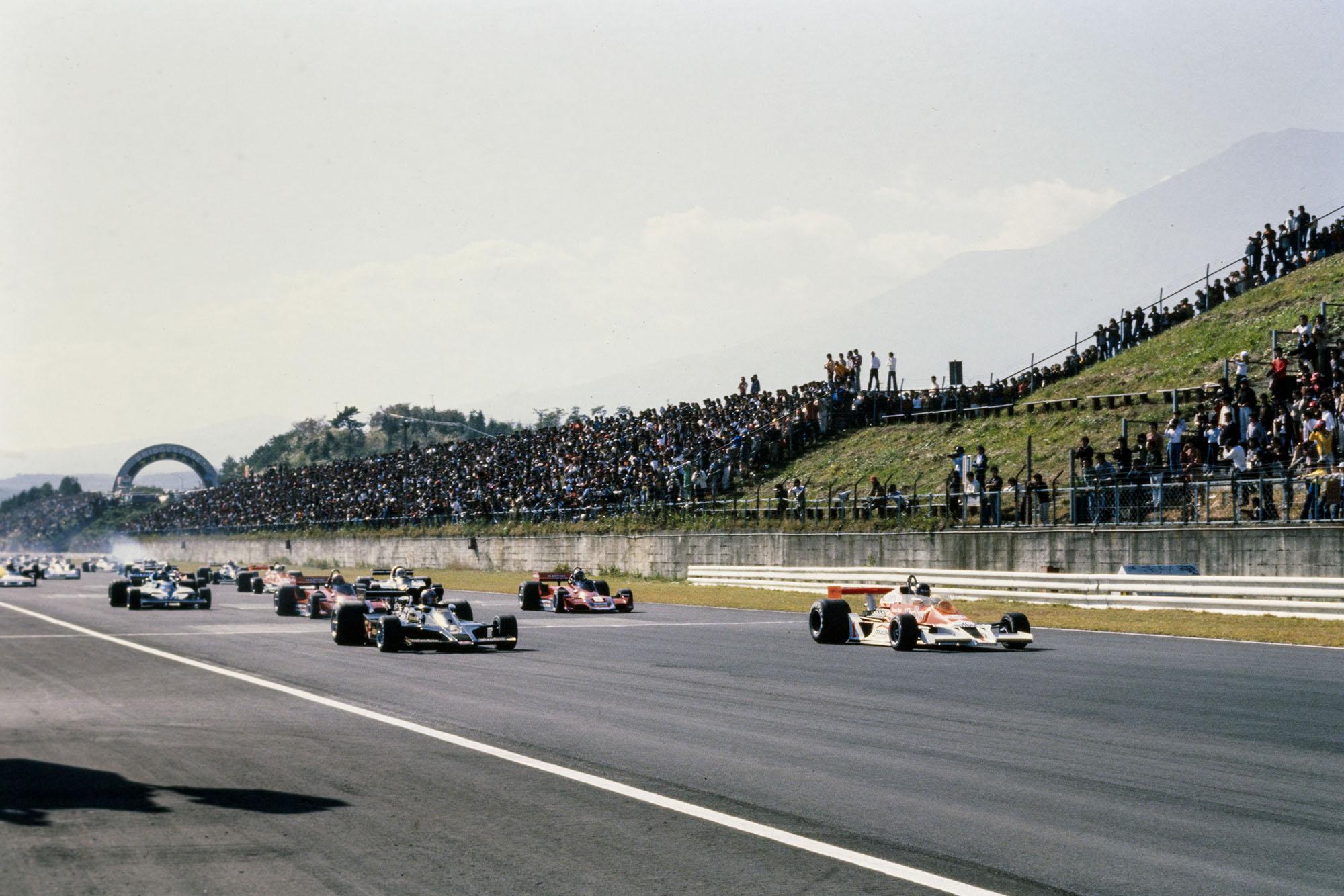 The 1977 Japanese Grand Prix gets underway, Fuji.