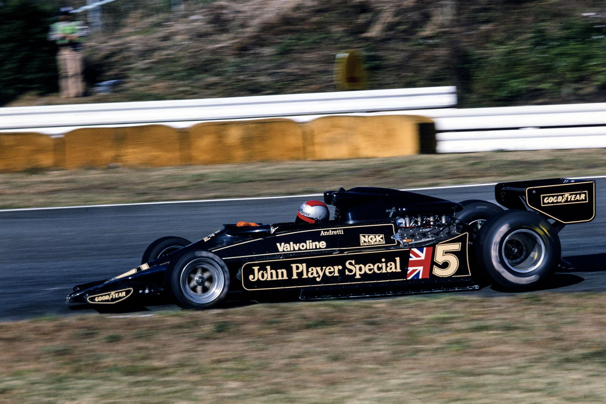 Mario Andretti (Lotus), at the 1977 Japanese Grand Prix, Fuji.
