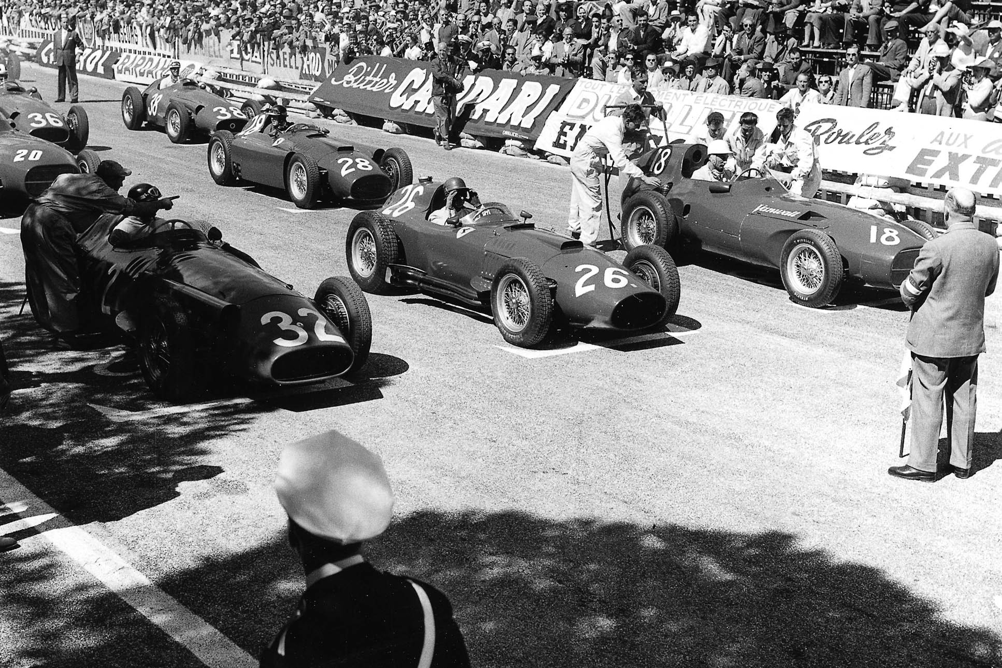 Juan Manuel Fangio (number 32, Maserati 250F), Peter Collins (Lancia-Ferrari D50 801) and Stirling Moss (Vanwall) on the front row of the 1957 Monaco Grand Prix starting grid.