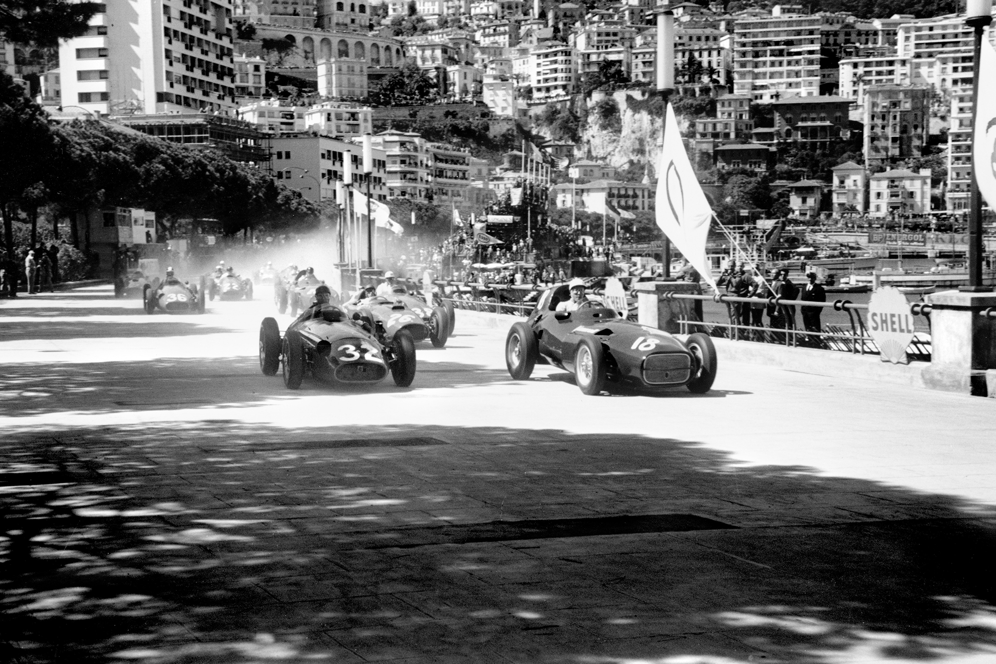 Juan Manuel Fangio (Maserati 250F), 1st position and Stirling Moss (Vanwall VW3), retired, lead at the start of the 1957 Monaco Grand Prix.