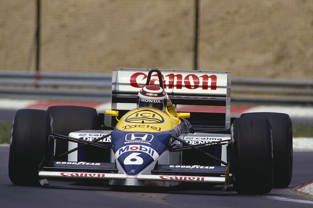Nelson Piquet (Williams FW11 Honda) in 1st position.