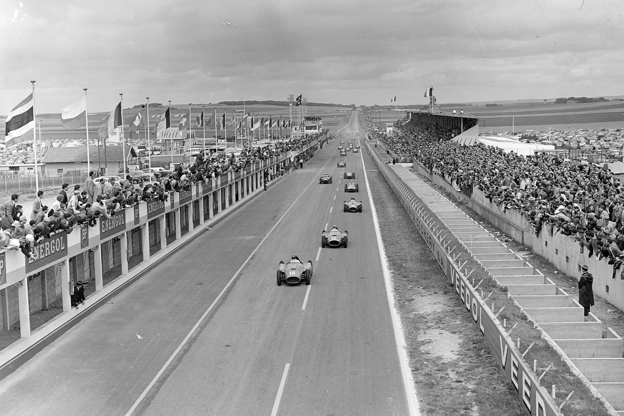 Peter Collins leads at the start