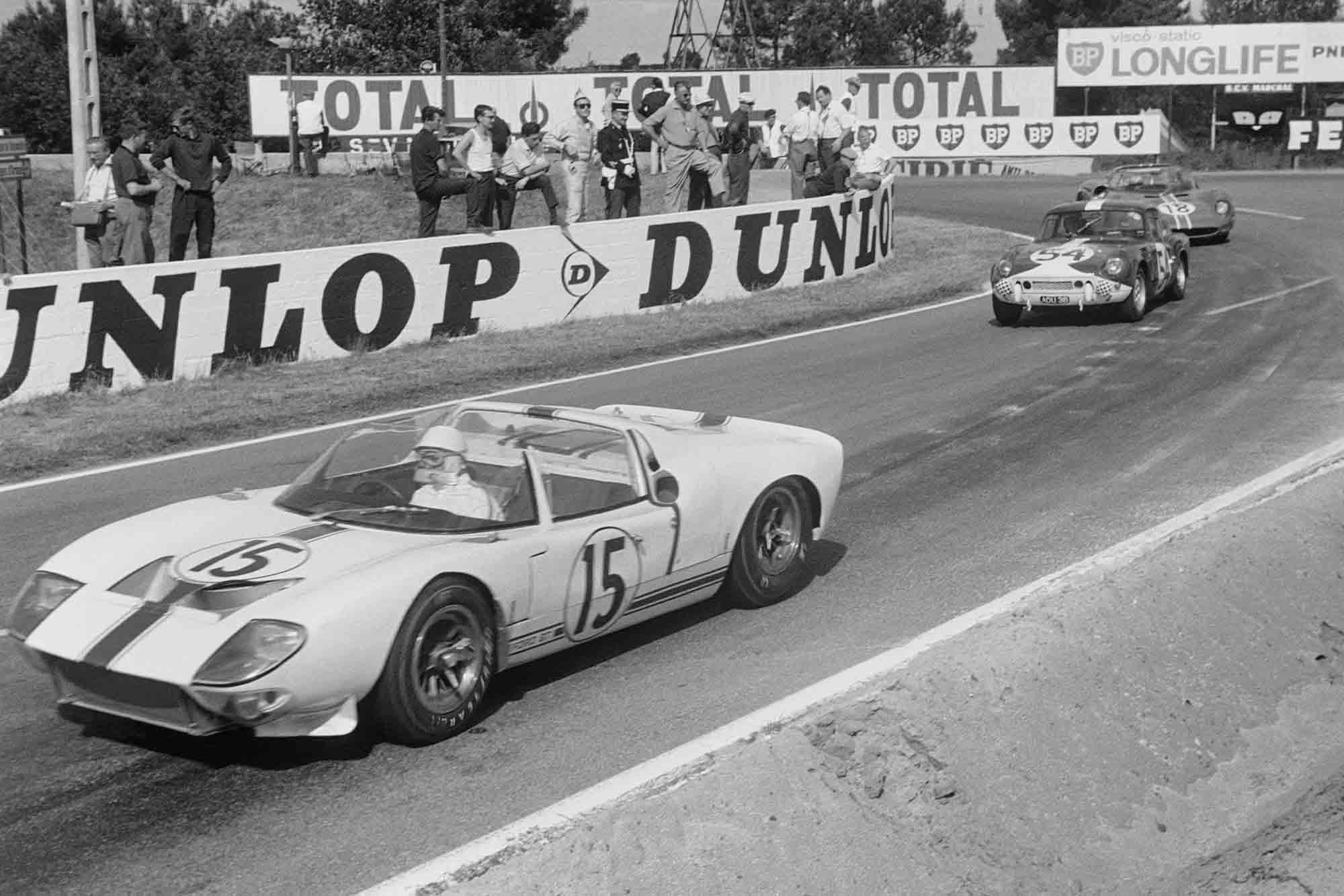 Maurice Trintignant / Guy Ligier, Ford France S.A, Ford GT40 Roadster, leads Claude Dubois / Jean-François Piot, Standard-Triumph Ltd, Triumph Spitfire, and Pedro Rodríguez / Nino Vaccarella, North American Racing Team, Ferrari 365 P1/P2 Spyder at le Mans 1965
