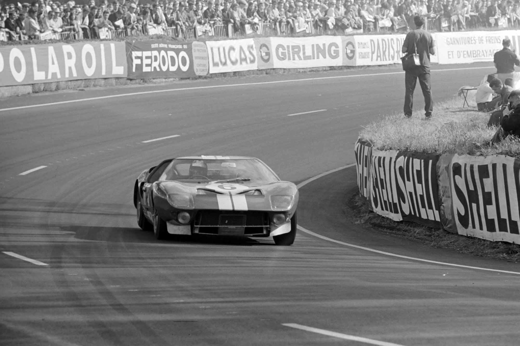 Herbert Müller / Ronnie Bucknum, Scuderia Filipinetti / Shelby-American Inc, Ford GT40 Mk.I at Le Mans 1965