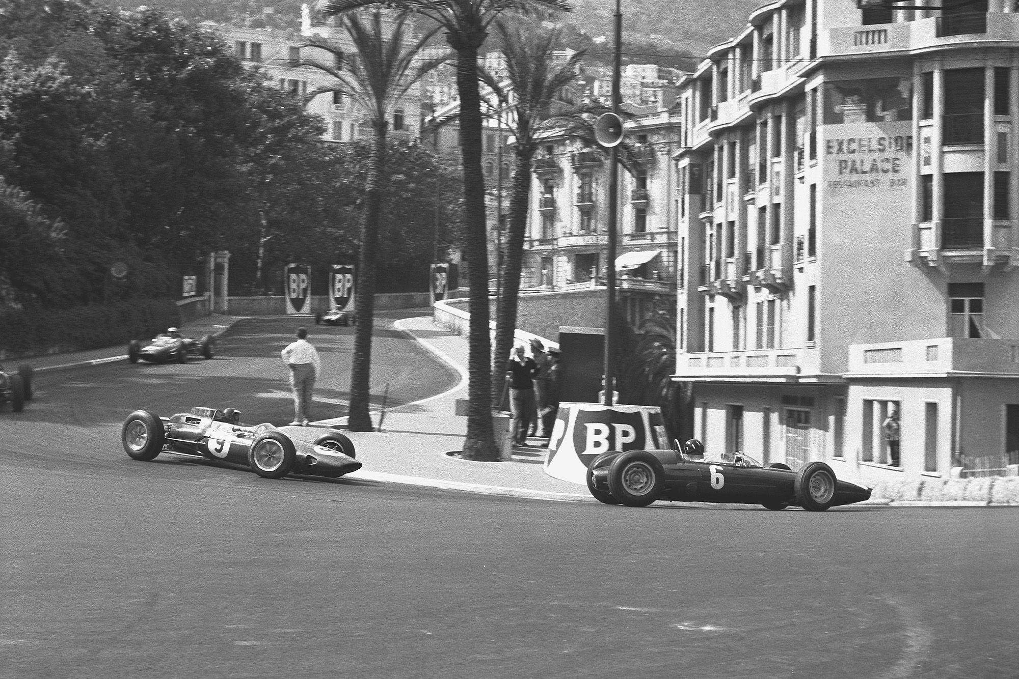Graham Hill (BRM P57) leads Jim Clark (Lotus 25 Climax) in Station Hairpin.