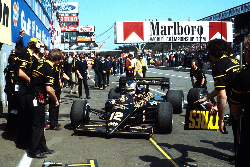 Nigel Mansell pits in his Lotus95T.