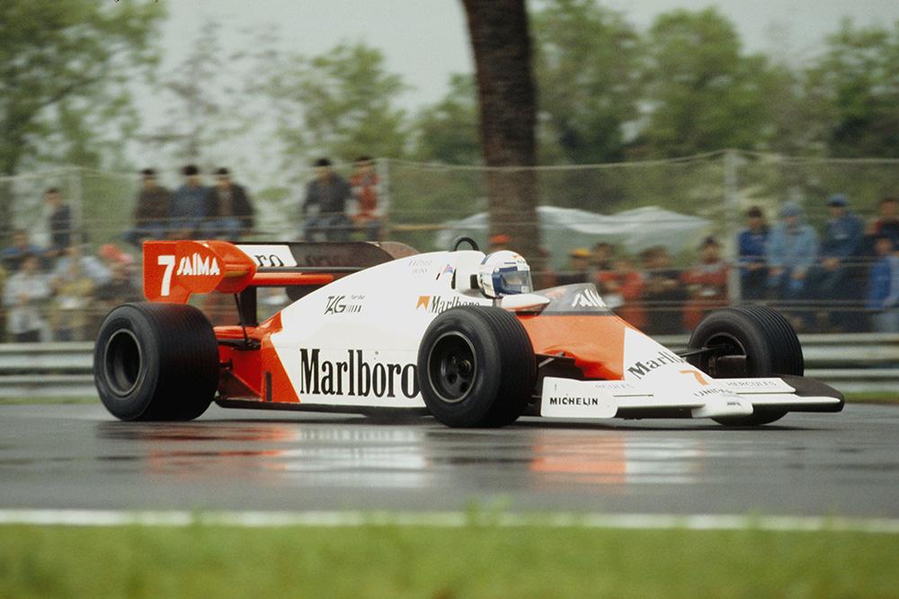 Alain Prost in 1st position.