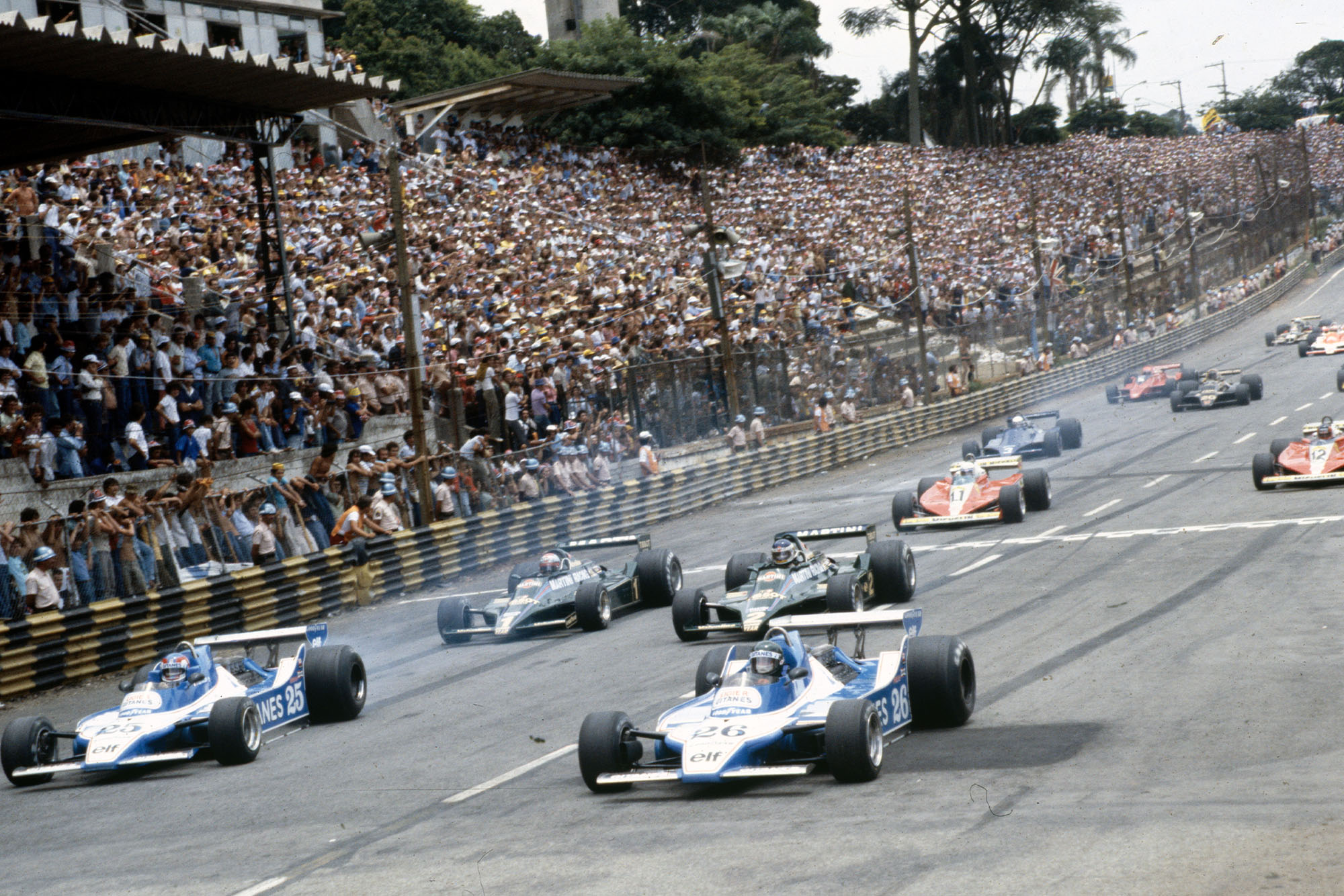 Tyres smoke at the cars pull away at the 1979 Brazilian Grand Prix, Interlagos.