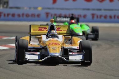 Castroneves wins IndyCar opener