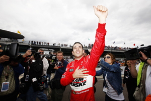 Castroneves puts Penske on pole at Indy