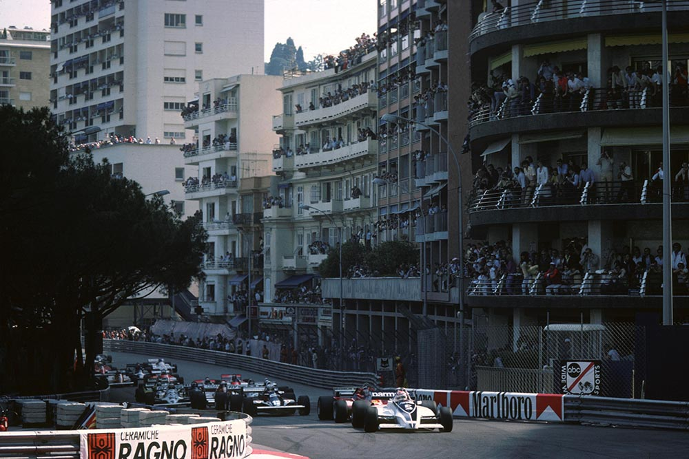 The start, Nelson Piquet (Brabham) leads from Gilles Villeneuve (Ferrari) and Nigel Mansell (Lotus).