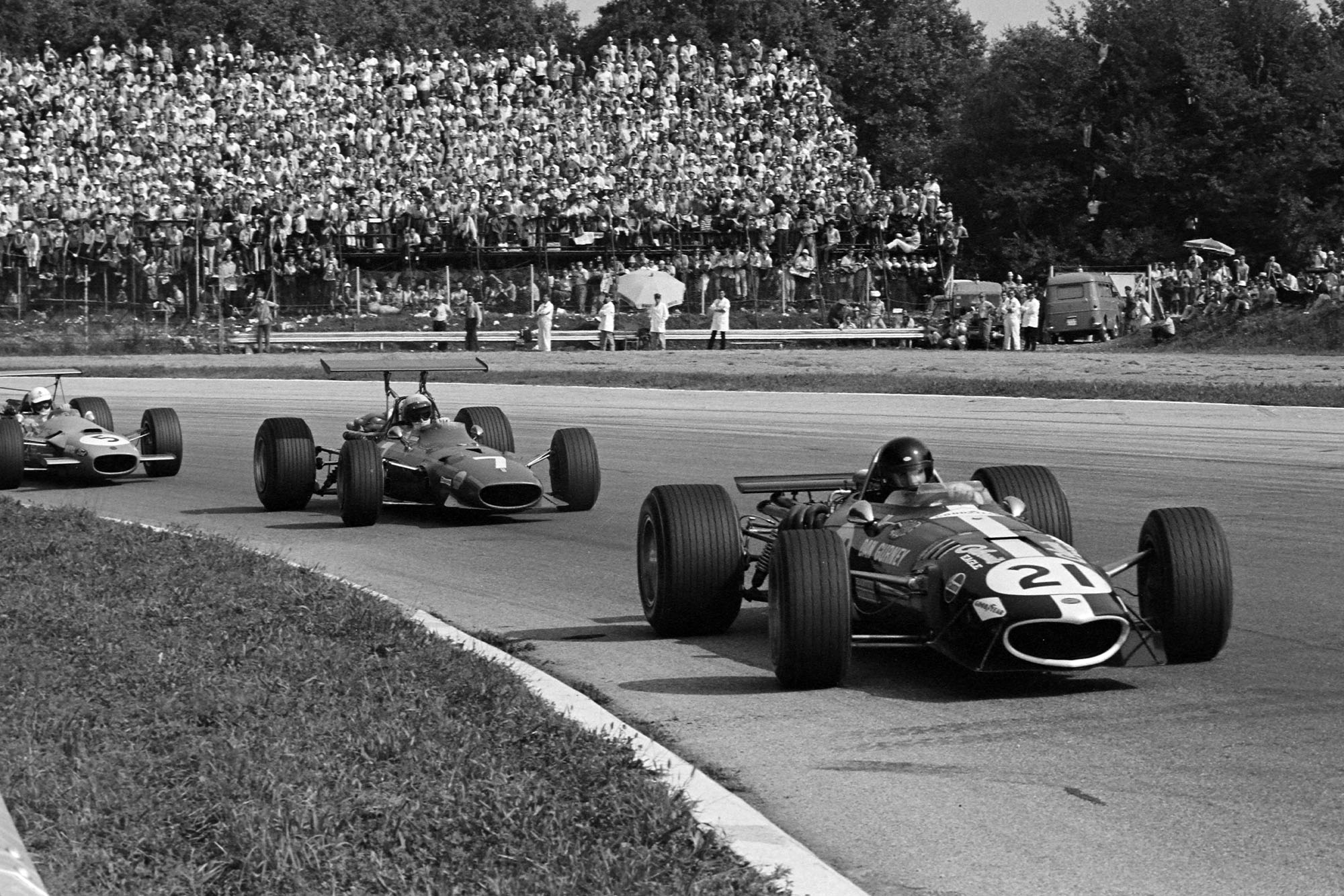 Dan Gurney, Eagle T1G Weslake, leads Derek Bell, Ferrari 312, and Johnny Servoz-Gavin, Matra MS10 Ford.