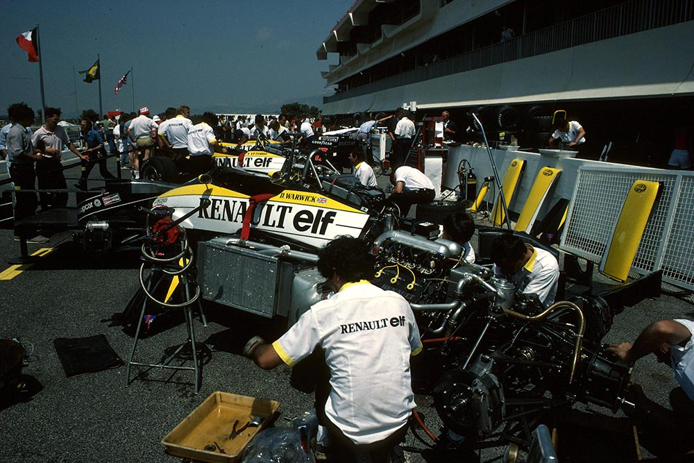 The Renault Mechanics work on Derek Warwicks car.