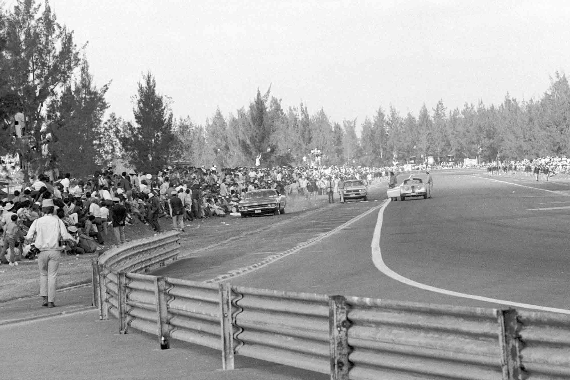 Drivers implore crowds to step back before start fo 1970 Mexican Grand Prix