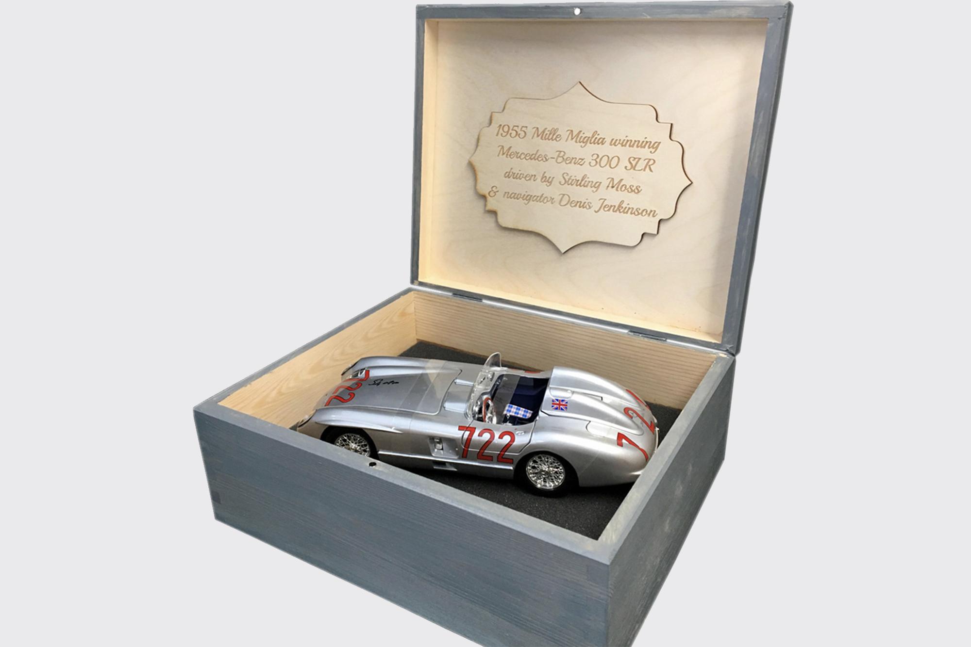 Stirling Moss 722 signed model
