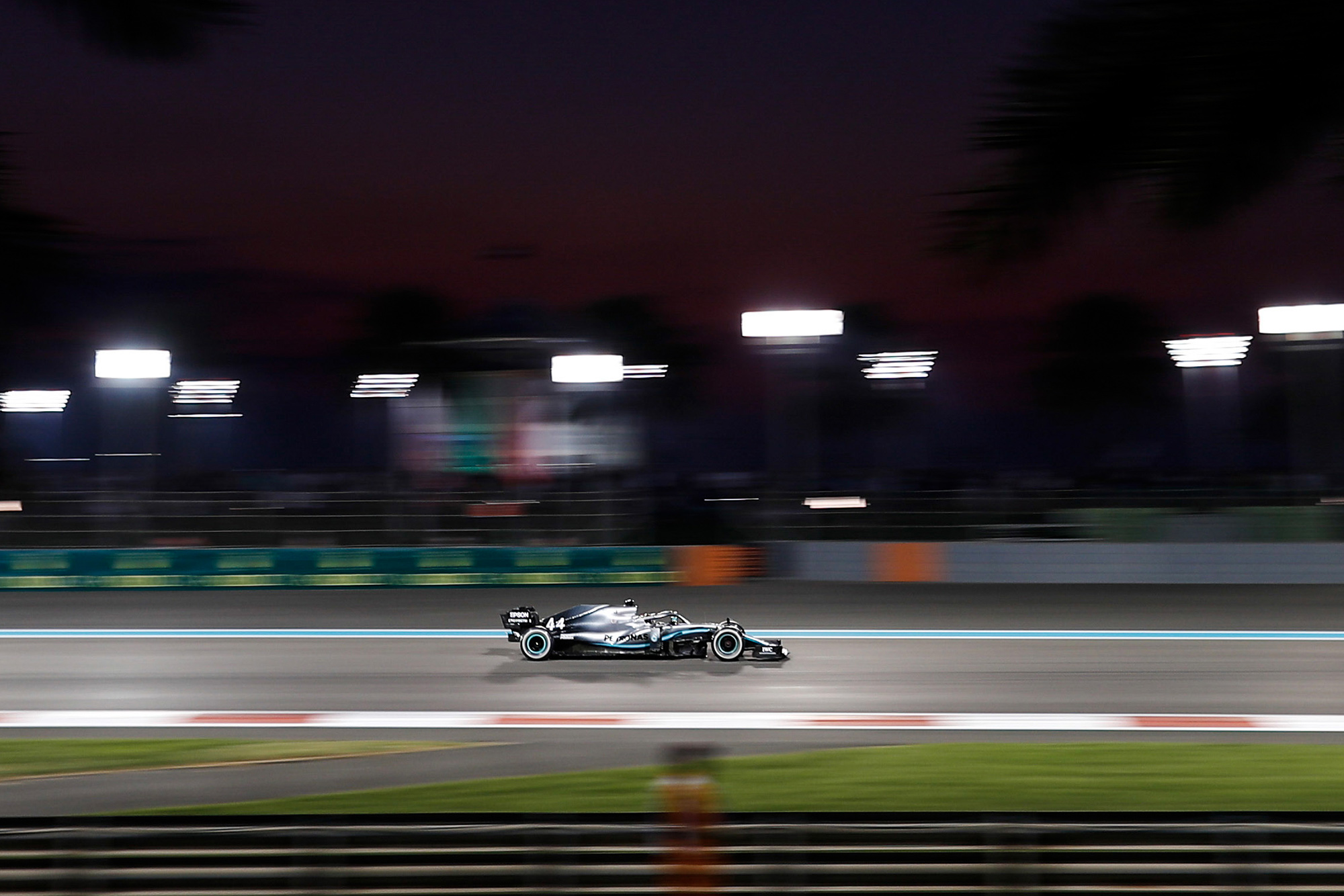 Lewis Hamilton panning shot at the 2019 Abu Dhabi GP