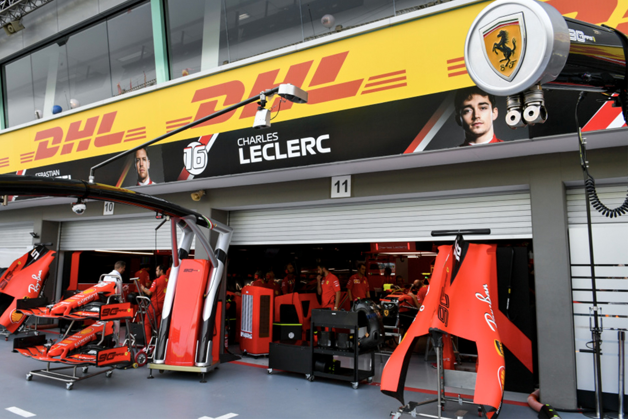 2019 Ferrari F1 pit garage