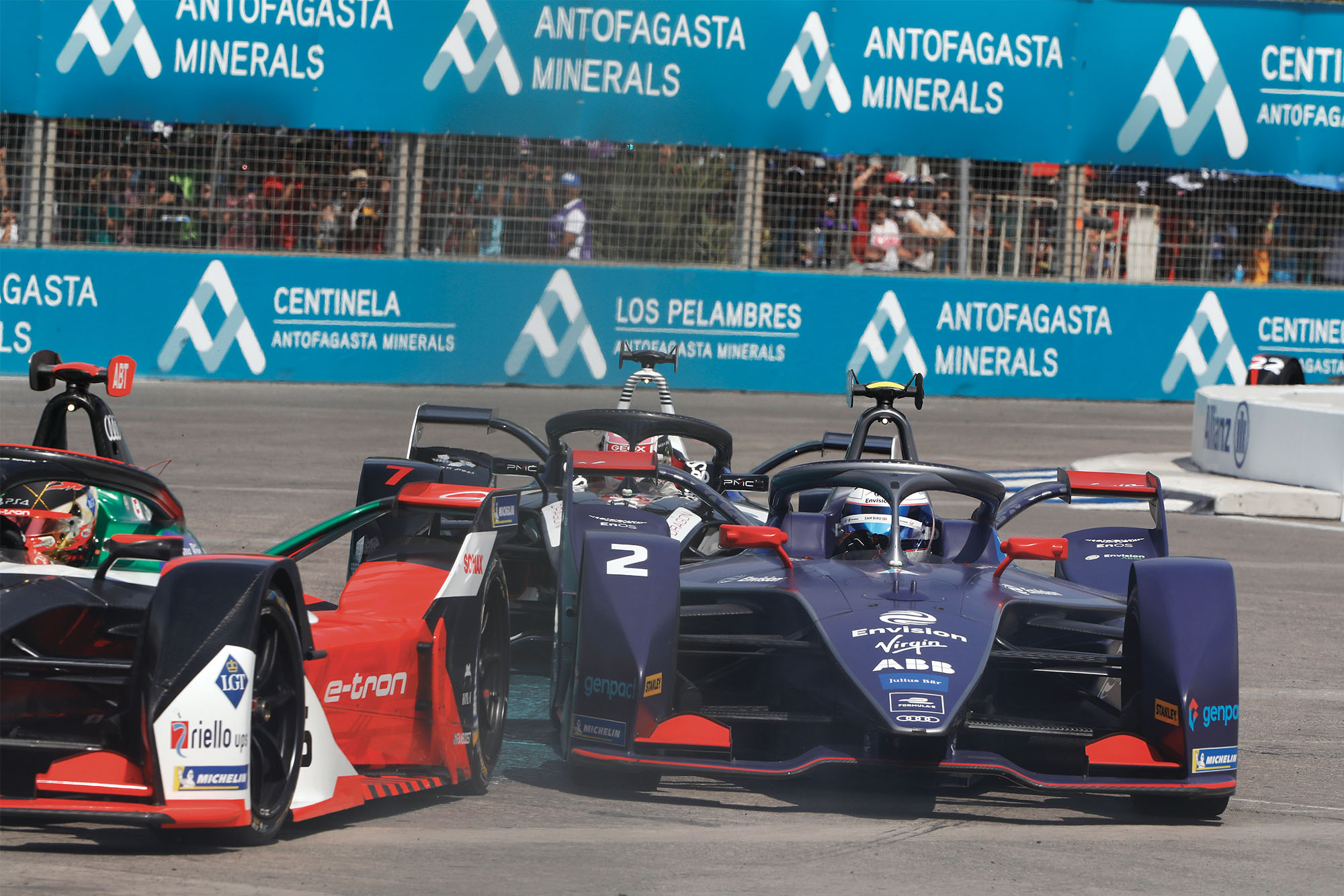 PARQUE O'HIGGINS CIRCUIT, CHILE - JANUARY 18: Daniel Abt (DEU), Audi Sport ABT Schaeffler, Audi e-tron FE06 leads Sam Bird (GBR), Envision Virgin Racing, Audi e-tron FE06 and Nico Müller (CHE), GEOX Dragon, Penske EV-4 at the start of the race during the Santiago E-prix at Parque O'Higgins Circuit on January 18, 2020 in Parque O'Higgins Circuit, Chile.