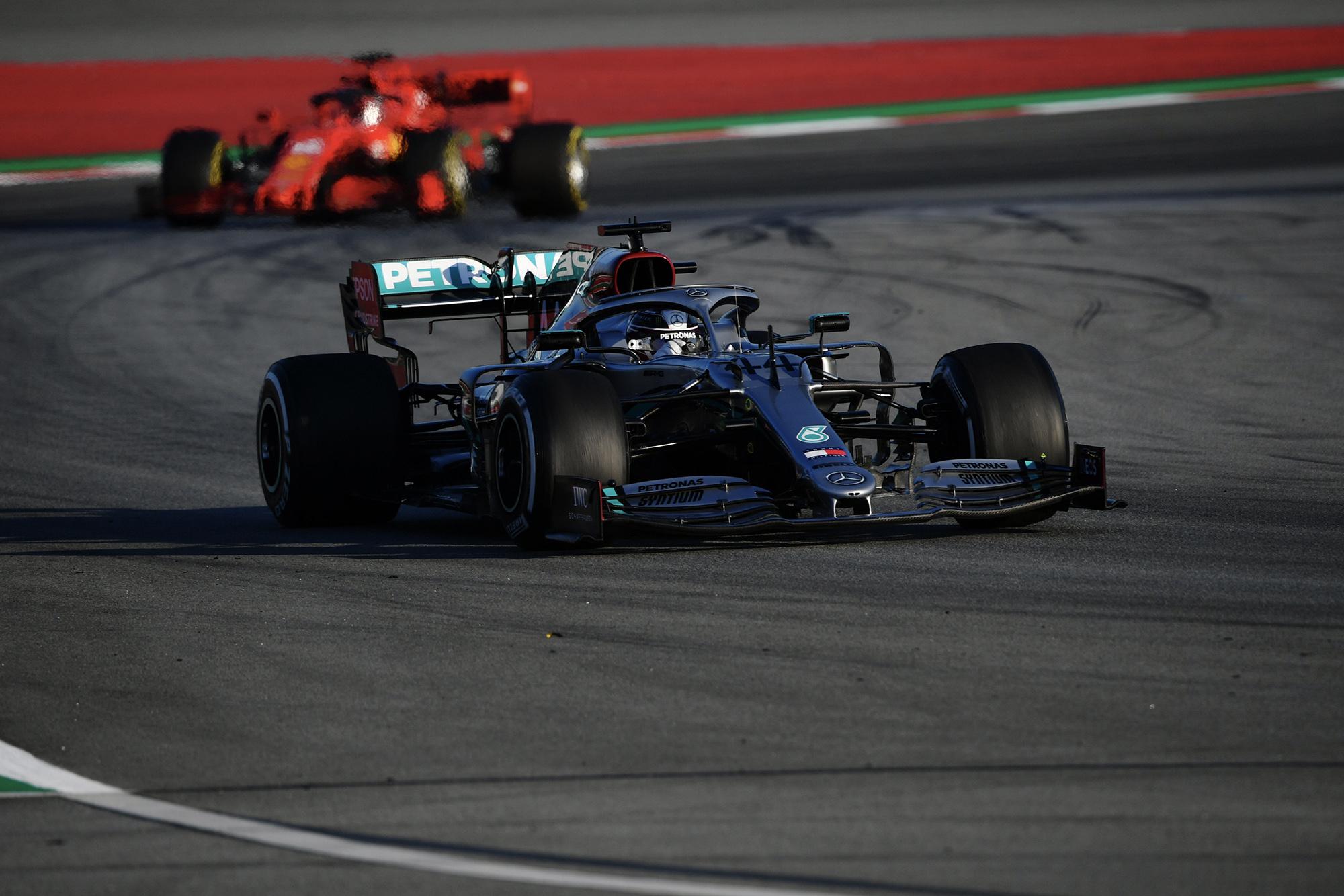 Lewis Hamilton followed by a Ferrari in 2020 F1 preseason testing
