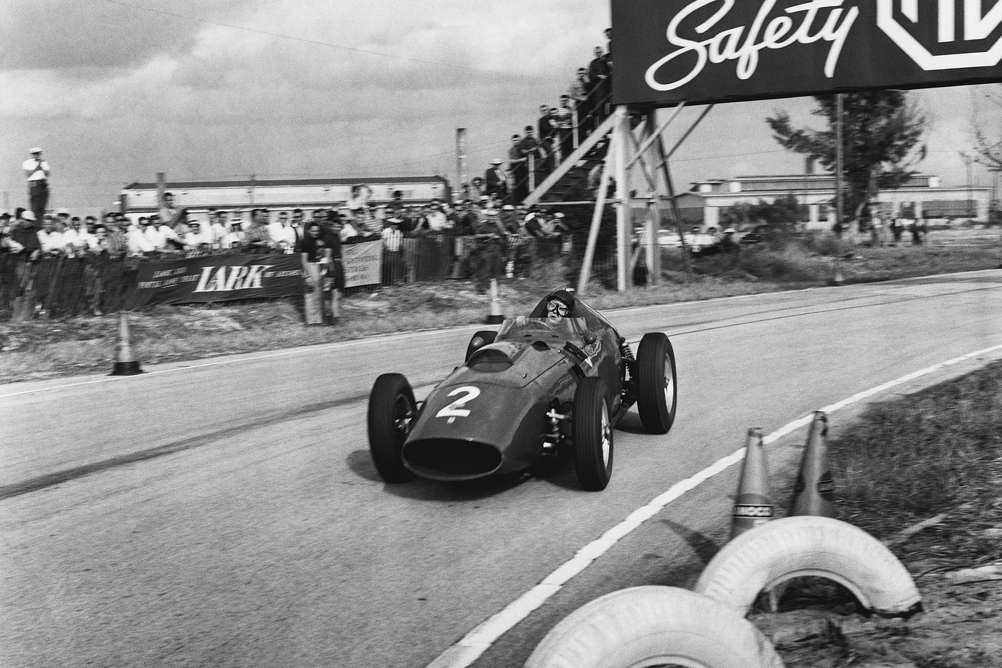 Tony Brooks in a Ferrari Dino 246 during the 1959 United States Grand Prix at Sebring