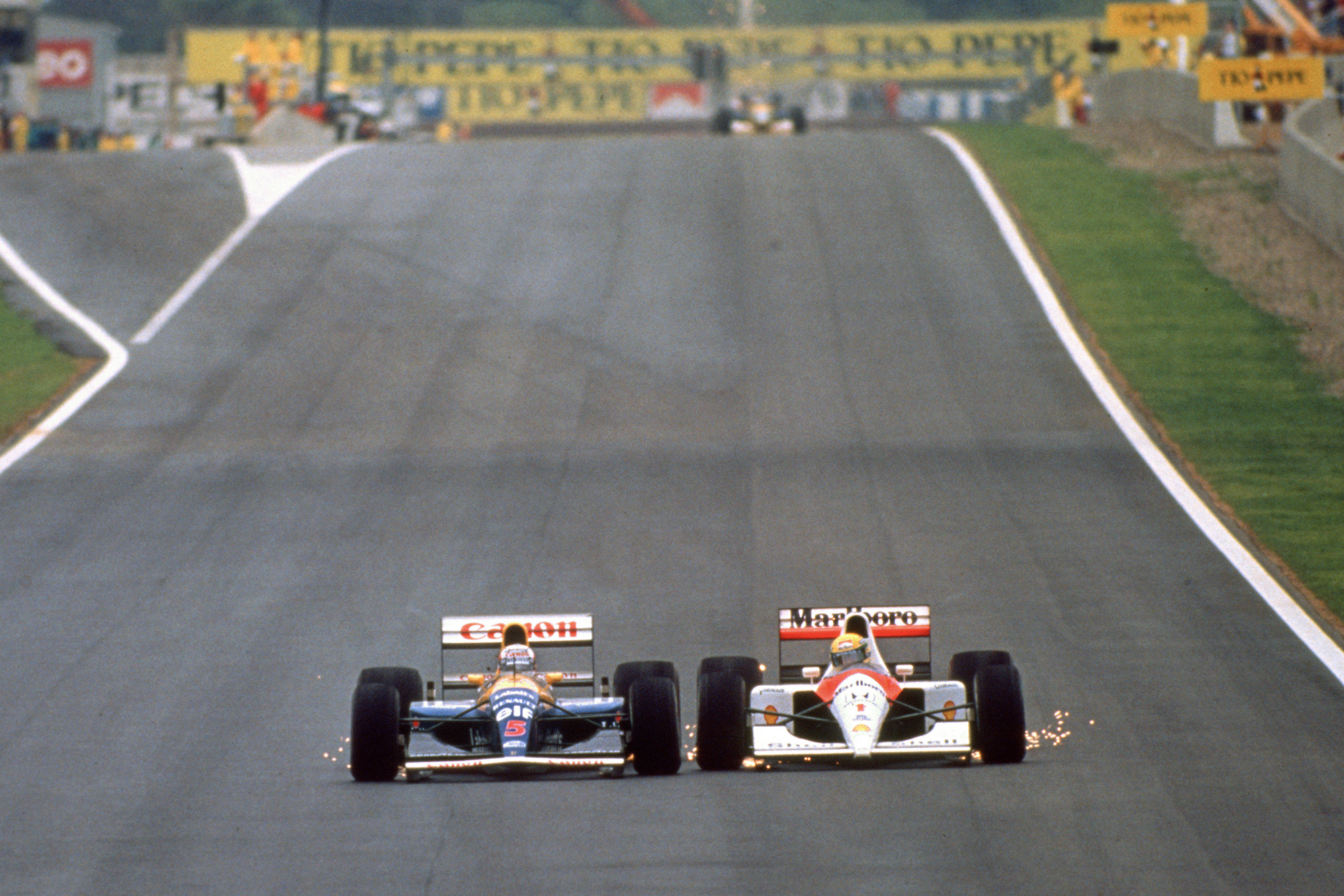 Ayrton Senna is side by side with Nigel Mansell at the 1992 Spanish Grand Prix