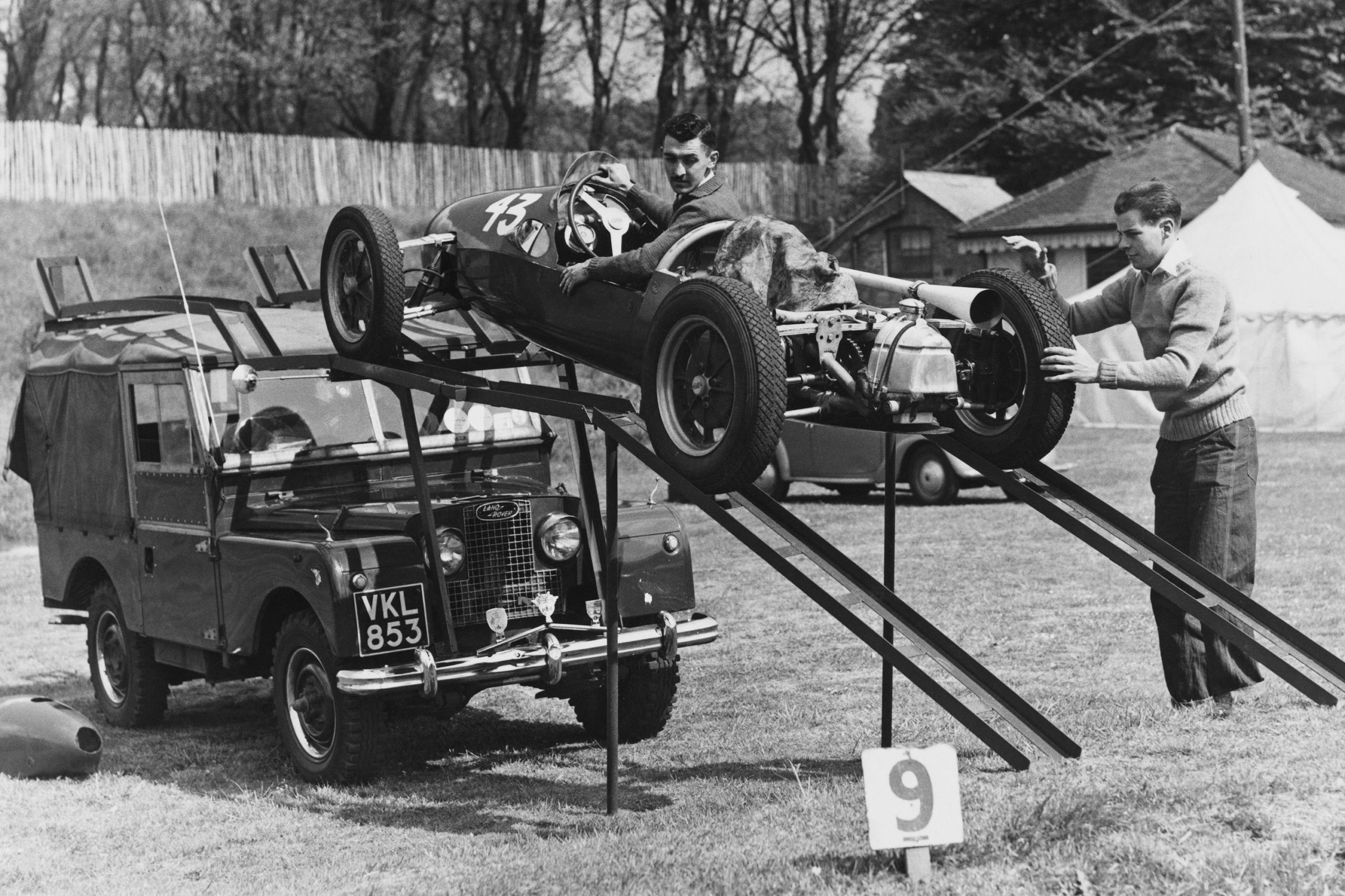 Stuart-Lewis-Evans-unloads-his-Cooper-500-F3-car-from-the-roof-of-a-Land-Rover-Series-I-in-1956