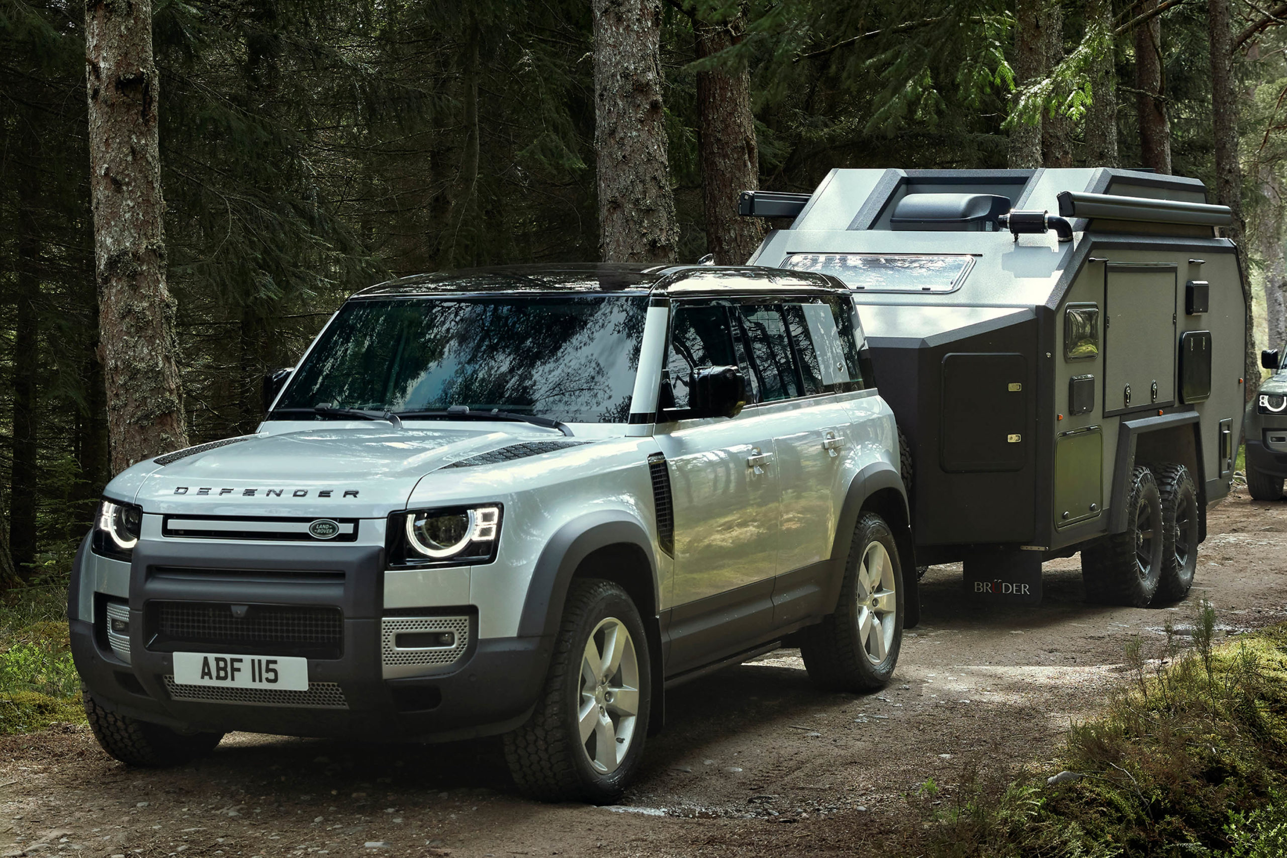 2020-Land-Rover-Defender-with-trailer