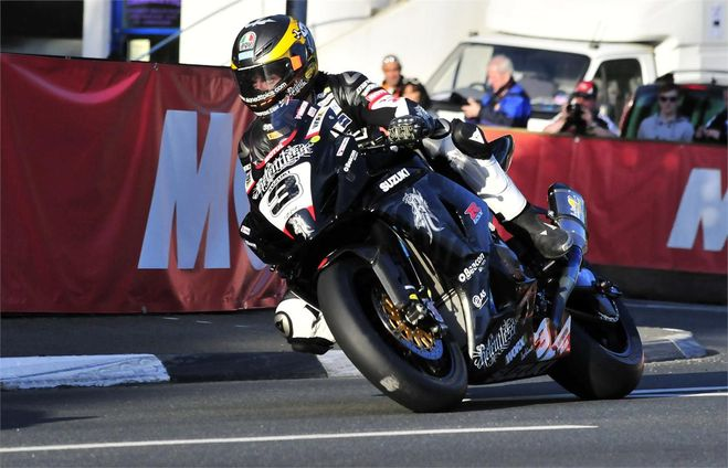 Iom%20tourist%20trophy guy%20martin relentless%20suzuki%20by%20tas%20%c2%a9%20www.suzuki racing.com