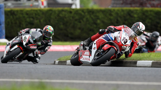 [Road racing] Saison 2016  North_West_200_Conor_Cummins_Honda_Racing_Honda_CBR_1000_RR_Fireblade_%C2%A9_Pacemaker
