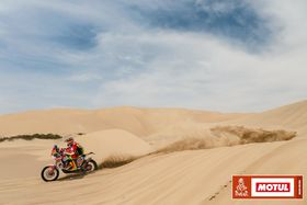 EPIC AND A TOUGH BATTLE: THIS IS THE REAL DAKAR!