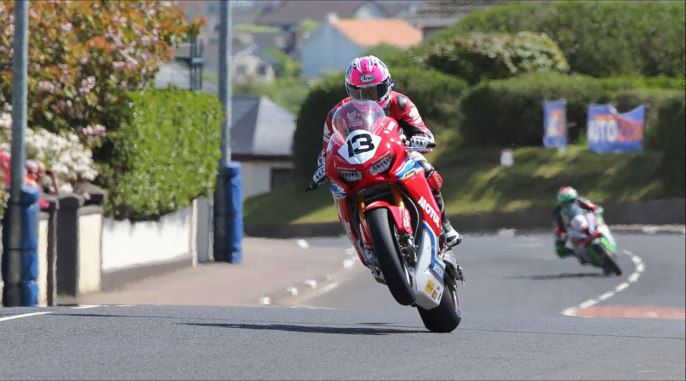 The Legends of the Mountain : Motul at the Isle of Man TT