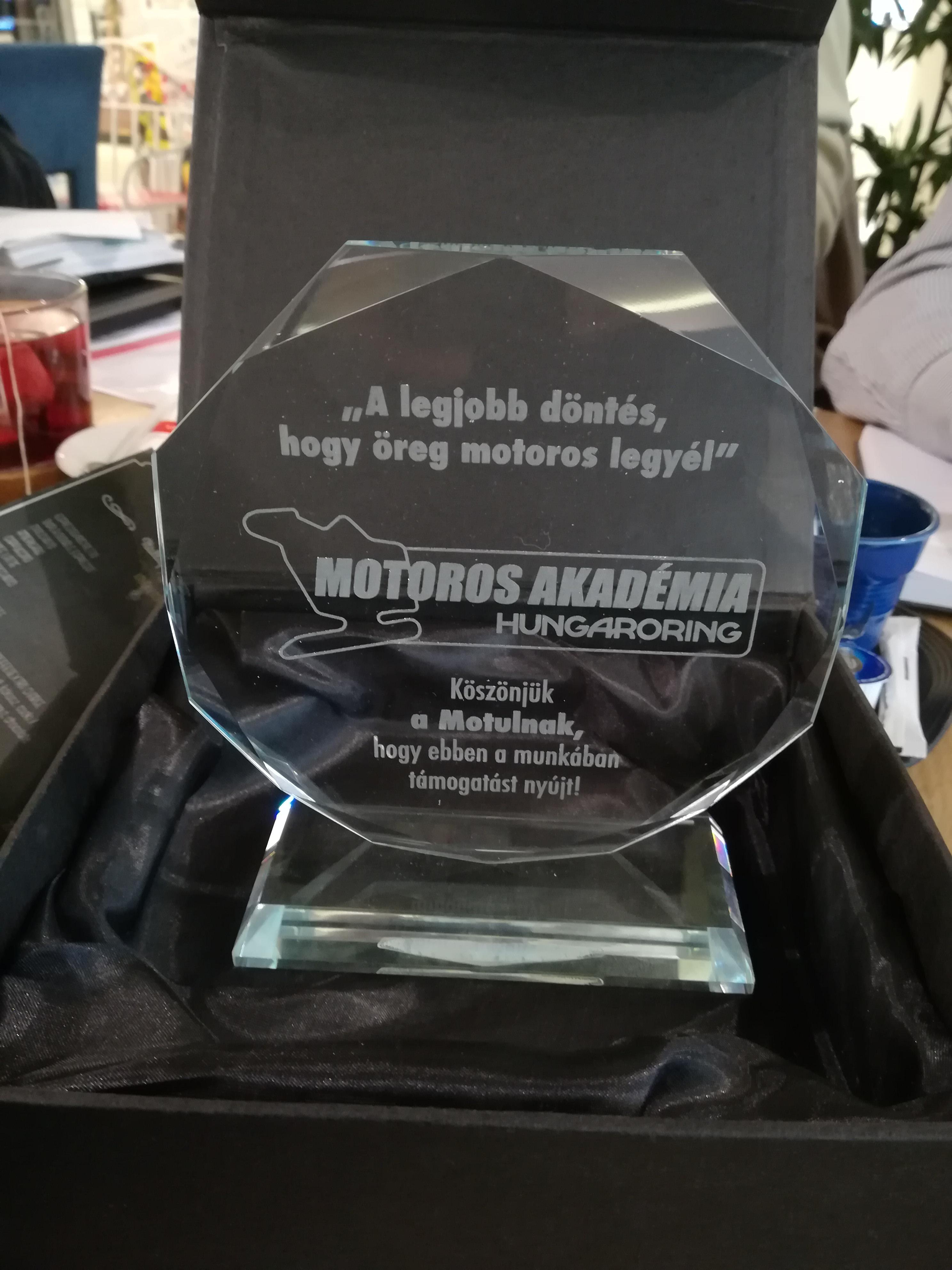 Megtisztelő díj a Hungaroring Motoros Akadémiától