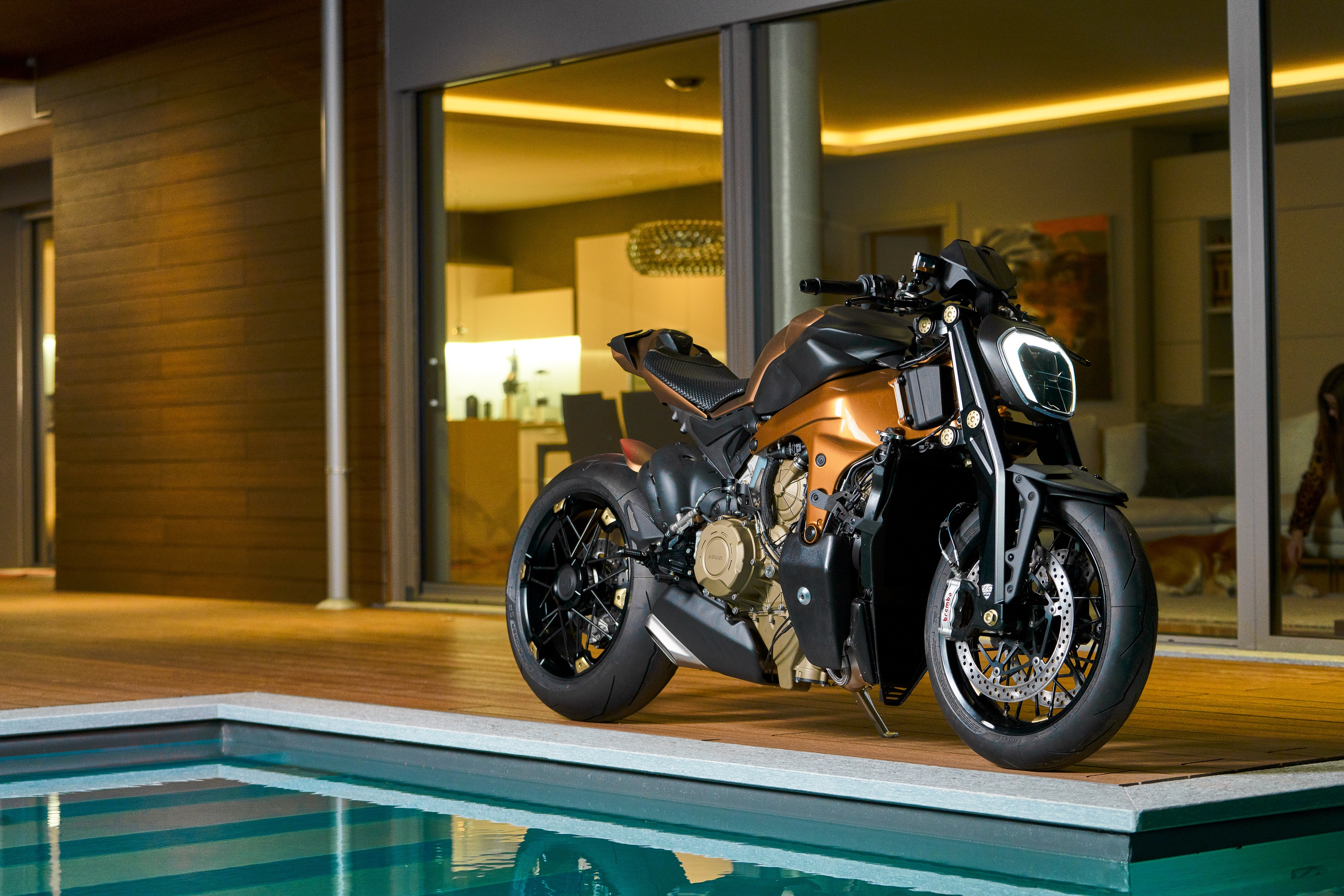 How would you define your style? It looks very different from what we usually see on motorcycle fairs.