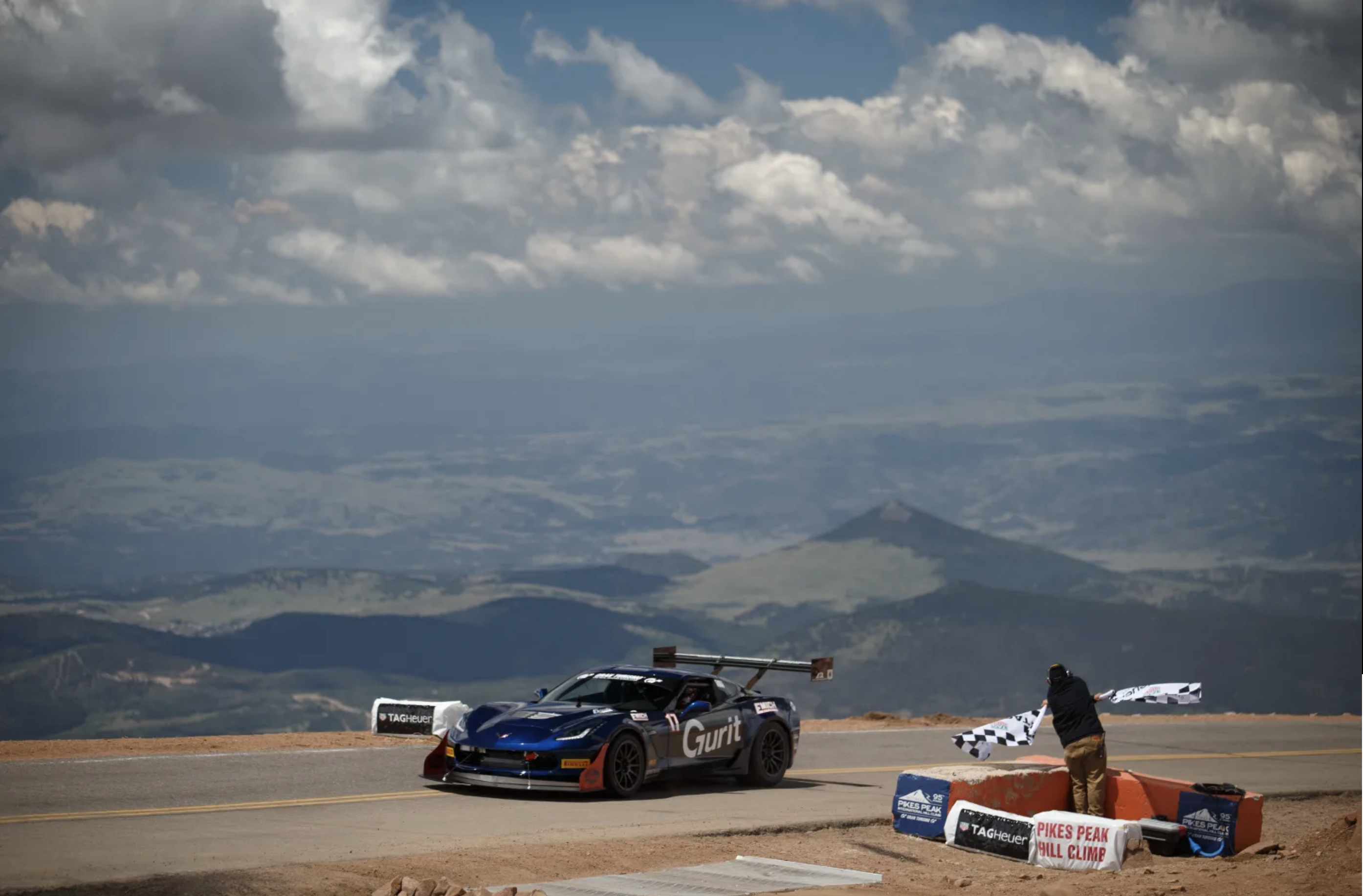 PIKES PEAK INTERNATIONAL HILL CLIMB: THE RACE TO THE CLOUDS !