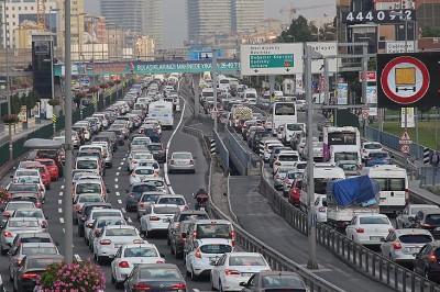 Trafikte Kiralık Araca Çarpan Yandı!