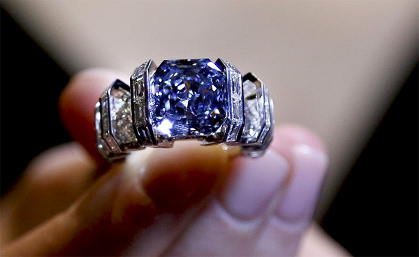 """The Sky Blue Diamond"" ring expected to fetch a $25.000.000 price"