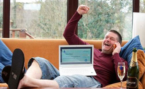 Facebook lotto syndicate wins £1.100.000 Euromillions prize!