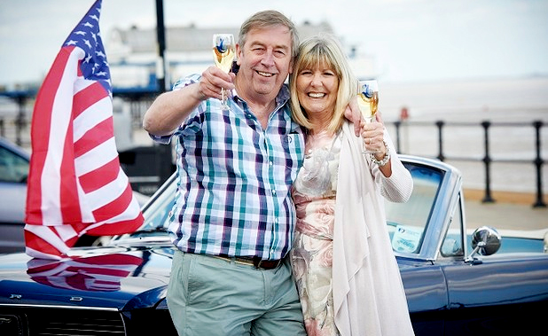 Cleethorpes couple collects £200.000 Euromillions prize