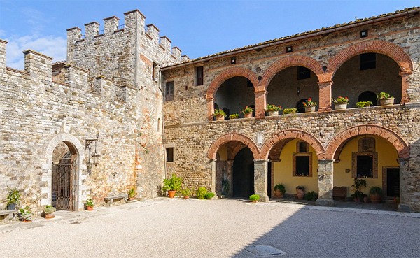 The most beautiful medieval castle in Italy €28.000.000 can buy